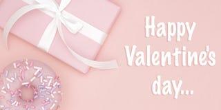 Carte de voeux heureuse de jour de valentines avec le boîte-cadeau rose et le beignet doux, ruban, configuration d'appartement d' photo libre de droits