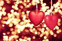 Carte de voeux heureuse de jour de Valentines beaux coeurs rouges photographie stock