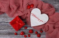 Carte de voeux de jour de valentines avec l'inscription vous manquant Photo libre de droits