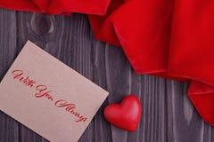 Carte de voeux de jour de valentines avec le coeur et le lettrage rouges Photos stock