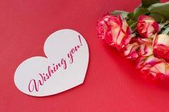 Carte de voeux de jour de valentines avec les coeurs et le lettrage de roses Photo libre de droits
