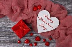 Carte de voeux de jour de valentines avec marquer avec des lettres le jour de valentines heureux Images libres de droits