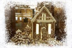 Carte de voeux de Noël avec la maison de pain d'épice et bonhomme de neige dans le cadre des flocons de neige blancs sur le fond  photos stock
