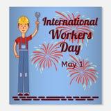Carte de voeux ou bannière internationale de jour de travailleurs Un ouvrier dans un casque et une clé dans sa main feux d'artifi Images stock