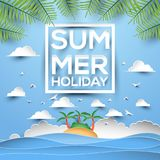 Carte de voeux de style de papier de vacances d'été avec l'île tropicale en mer Photographie stock libre de droits