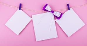 Carte de voeux trois sur le fond rose L'amour, mariage, rêve le thème Photos stock