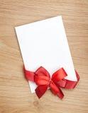 Carte de voeux vierge de valentines et ruban rouge Image stock