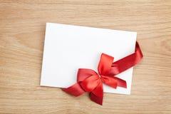 Carte de voeux vierge de valentines et ruban rouge Photo stock