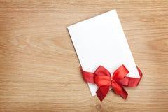 Carte de voeux vierge de valentines et ruban rouge Photos stock