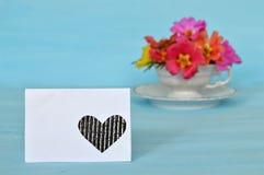 Carte de voeux vierge et fleurs colorées Photos stock