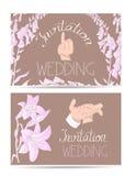 Carte dell'invito di nozze con la sposa e mani e fiori disegnati a mano dello sposo Fotografia Stock Libera da Diritti