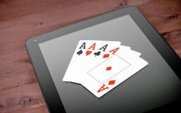 Carte della mazza sulla compressa digitale, mazza online Fotografia Stock