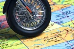 Carte des Etats-Unis avec la roue de moto images libres de droits