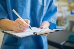 Carte di firma di medico fotografie stock