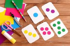 Carte di istruzione per i bambini Apprendimento dei colori Bambini d'istruzione da contare punto Fotografia Stock