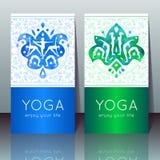 Carte di yoga con le ragazze nelle pose di yoga Fotografie Stock Libere da Diritti