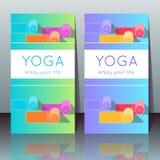 Carte di yoga con le stuoie di yoga, testo del campione Immagini Stock Libere da Diritti