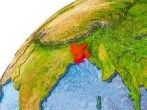 Carte du Bangladesh en rouge sur le globe Photo stock