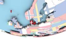 Carte du Danemark avec le drapeau sur le globe Photographie stock libre de droits