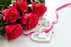 Carte du jour de Valentines de saint avec les roses et le coeur Photographie stock libre de droits
