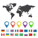 Carte du monde avec la goupille de carte et les drapeaux de l'autre pays illustration stock