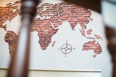 Carte du monde, carte de la terre, carte avec des compas photos stock