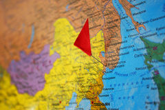 Carte du monde en langue russe Photo stock