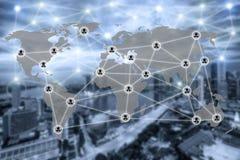 Carte du monde et icône sociale de communication de réseau de connexion Images stock