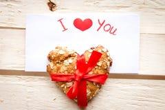Carte et biscuit de Saint-Valentin Image stock