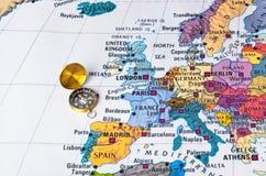 Carte et boussole de l'Europe Image stock