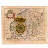 Carte et compas Photographie stock libre de droits