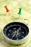 Carte et compas Images stock