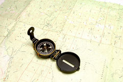 Carte et compas de topographie Photographie stock