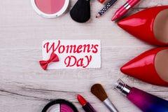 Carte et cosmétiques de jour du ` s de femmes images libres de droits