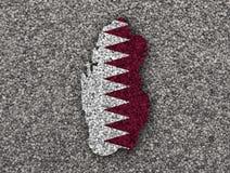 Carte et drapeau du Qatar sur des clous de girofle Photographie stock libre de droits