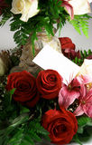 Carte et fleurs Photos stock