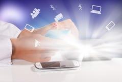 Carte et ordinateur portable de Credait photographie stock