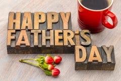 Carte greeing de fête des pères heureuse dans le type en bois Photo stock