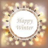 Carte heureuse d'hiver avec le cercle blanc et guirlande ronde de lumières sur le fond brouillé Photographie stock