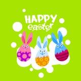 Carte heureuse de Bunny Painted Eggs Colorful Greeting de lapin de groupe de bannière de vacances de Pâques Photos stock