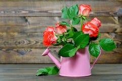 Carte heureuse de jour de mères avec les roses rouges Images libres de droits
