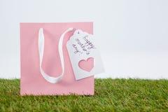 Carte heureuse de jour de mères sur le sac de papier Photo libre de droits