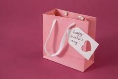 Carte heureuse de jour de mères sur le sac de papier Photographie stock libre de droits