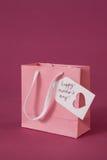 Carte heureuse de jour de mères sur le sac de papier Images stock