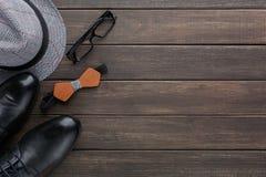 Carte heureuse de jour de pères sur le fond en bois rustique photos libres de droits