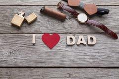 Carte heureuse de jour de pères sur le fond en bois rustique Image libre de droits