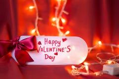 Carte heureuse de jour de valentines avec les lumières de fête Image stock