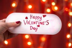 Carte heureuse de jour de valentines sur le fond rouge Photo libre de droits