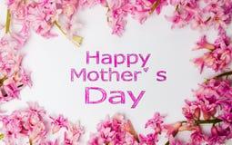 Carte heureuse de jour de mères avec des fleurs de ressort Images stock