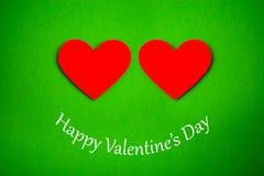 Carte heureuse de jour de valentines avec le coeur de papier rouge Photos stock